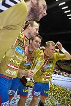 �lafur Stef�nsson (AG K�benhavn), Lars J�rgensen (AG K�benhavn), Arn�r Atlason (AG K�benhavn), Gudj�n Valur Sigurdsson (AG K�benhavn) med pokalen