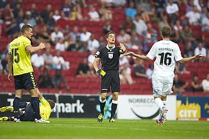 Mikkel Thygesen (Br�ndby IF), Clarence Goodson, anf�rer (Br�ndby IF), Kenn Hansen, dommer, Thomas Kristensen (FC K�benhavn)