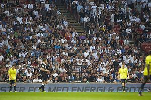 FCK-fans sidder ned i tavshed