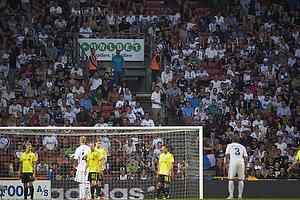 FCK-fans sidder og ser fodbold