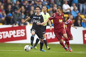 Connor S. OBrien (S�nderjyskE), Nicolai Stokholm, anf�rer (FC Nordsj�lland)