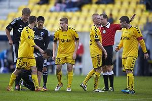 Thomas Kortegaard (AC Horsens), Janus Mats Drachmann (AC Horsens), Martin Retov, anf�rer (AC Horsens), Henning Jensen, dommer