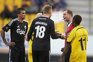 Nicolai J�rgensen (FC K�benhavn), Jude Nwruh (AC Horsens), Henning Jensen, dommer