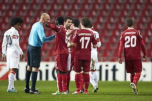 Antony Gautie, dommer, Enoch Adu (FC Nordsj�lland), S�ren Christensen (FC Nordsj�lland)