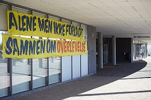 Banner som modtog spillerne da de ankom til stadion