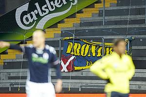 Kun fan-bannerne r�bte til spillerne fra Sydsiden som var t�mt for fans.