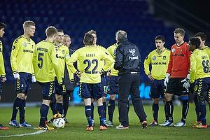 Bent Christensen Arens�e, assistenttr�ner (Br�ndby IF) samlede i pausen spillerne p� banen da der var arbejdsro.