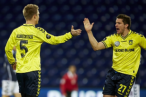 Martin Albrechtsen, m�lscorer (Br�ndby IF) reducerer til 1-2 lige efter pausen, Jan Kristiansen (Br�ndby IF)
