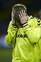 Martin Albrechtsen (Br�ndby IF) tager sig til hovedet oven p� hans to m�l