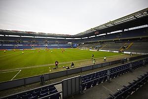 Superligafodbold p� et tomt stadion.