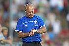 Ove Pedersen, cheftr�ner (FC Vestsj�lland) kigger p� sit ur