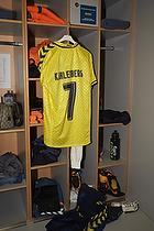 Thomas Kahlenberg (Br�ndby IF) tr�jen h�nger klar i omkl�dningsrummet