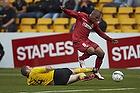 Patrick Mtiliga (FC Nordsj�lland), James Keene (IF Elfsborg)