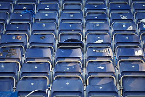Smadrede s�der p� udebaneafsnittet p� Br�ndby Stadion hvor FCK-fans har siddet.