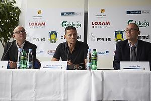 Per Rud, sportschef (Br�ndby IF), Khalid Boulahrouz (Br�ndby IF), Anders Bay, kommunikations-marketingdirekt�r (Br�ndby IF)