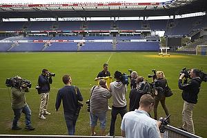 Khalid Boulahrouz (Br�ndby IF) med pressen p� Br�ndby Stadion