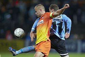 Johan Absalonsen (S�nderjyskE), Jens Berthel Askou, anf�rer (Esbjerg fB)