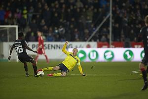 Mikkel Thygesen, anf�rer (Br�ndby IF), Rilwan Olanrewaju Hassan (FC Midtjylland)
