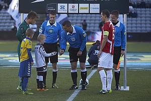 Michael Tykgaard, dommer, Steffen Rasmussen, anf�rer (Agf), Henrik Madsen, anf�rer (FC Vestsj�lland)