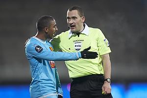 Patrick Mtiliga (FC Nordsj�lland), Mads-Kristoffer Kristoffersen, dommer