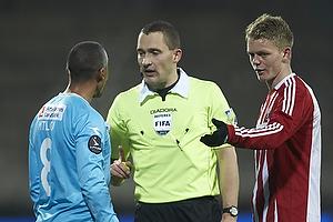 Patrick Mtiliga (FC Nordsj�lland), Mads-Kristoffer Kristoffersen, dommer, Kasper Kusk (Aab)