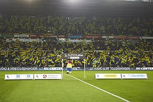Br�ndby Stadion kl�dt i flag