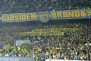 Sydsiden med to bannere