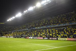 Br�ndby Stadion kl�dt i bl� og gule flag
