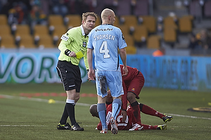 Jens Maae, dommer, Joshua John (FC Nordsj�lland), Johnny Thomsen (Randers FC)