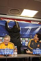 Greenpeace aktion p� pressem�de med Carlo Ancelotti, cheftr�ner (Real Madrid CF), Pepe (Real Madrid CF)