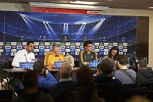 Pepe (Real Madrid CF) og Carlo Ancelotti, cheftr�ner (Real Madrid CF) foran Greenpeace banner