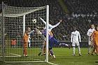 Iker Casillas, anf�rer (Real Madrid CF), Thomas Delaney (FC K�benhavn) sl�r bolden i m�l med h�nden