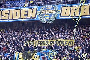 Banner p� Sydsiden til �re for afd�de Rudolf Larsen
