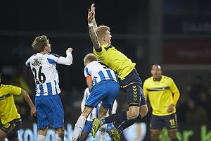 Anders M�ller Christensen, anf�rer (Ob) g�r i ryggen p� Simon Makienok Christoffersen (Br�ndby IF)