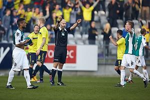 Peter Kj�rdgaard-Andersen, dommer fl�jter kampen af med en 1-0 sejr til Br�ndby IF