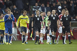 Mads-Kristoffer Kristoffersen, dommer, Thomas Kahlenberg, anf�rer (Br�ndby IF), Lukas Hradecky (Br�ndby IF)