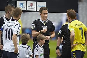 Martin J�rgensen, anf�rer (Agf), Kenn Hansen, dommer, Thomas Kahlenberg, anf�rer (Br�ndby IF)