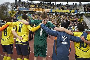 Br�ndbyspillerne jubler med fansne efter sejren