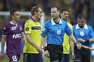 Thomas Kahlenberg, anf�rer (Br�ndby IF), Michael Johansen, dommer