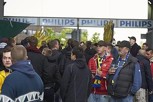 Br�ndbyfans forlader stadion inden kampen