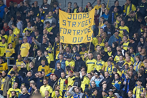 Br�ndbyfans med banner til Jens Stryger Larsen (FC Nordsj�lland)