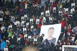 Hyldest til Kasper Hjulmand, cheftr�ner (FC Nordsj�lland) p� trbunen p� Farum Park