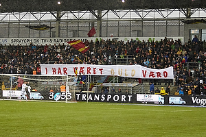 Hyldest til Kasper Hjulmand, cheftr�ner (FC Nordsj�lland), Nikolaj Stokholm (FC Nordsj�lland) p� trbunen p� Farum Park