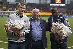 Andreas Bjelland (FC Nordsj�lland), Allan K. Pedersen, bestyrelsesformand (FC Nordsj�lland), Jores Okore (Aston Villa FC)