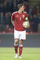 Daniel Agger, anf�rer (Danmark) med bolden klar til at sprke straffespark