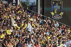 Tilskuere p� tribunen i solen