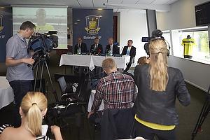 Pressem�de i Br�ndby IF med ny hovedsponsor