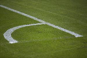 Banen p� Br�ndby Stadion er ved at blive kridtet op