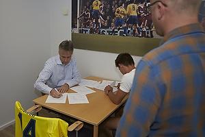 Jesper J�rgensen, administrerende direkt�r (Br�ndby IF), Elbasan Elba Rashani (Br�ndby IF), Per Rud, sportschef (Br�ndby IF)