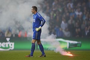 Stephan Andersen (FC K�benhavn) med romerlys liggende i gr�sset